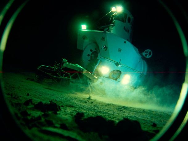 The Alvin at work in the deep sea. Looks fun, no?